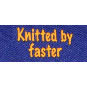 Label dobbeltsidet Knitted by Faster Marineblå