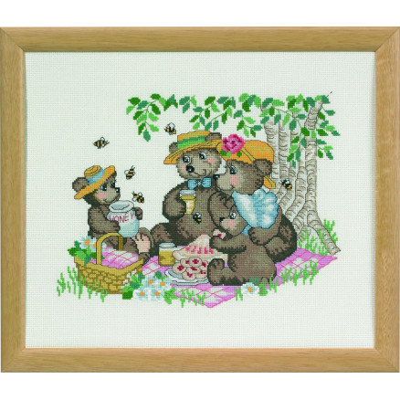 Image of   Permin Broderikit Happy Friends Picnic 32x27cm