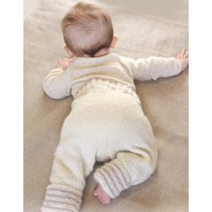 Little Darcy Pants by DROPS Design - Baby Bukser Strikkeopskrift str. 0/1 mdr - 3/4 år