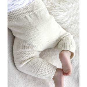 Cozy and Cute by DROPS Design - Baby Bukser Strikkeopskrift str. 1/3 mdr - 3/4 år