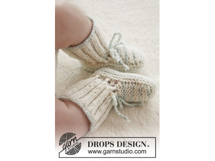 Image of   First Impression Booties by DROPS Design - Baby Tøfler Strikkeopskrift