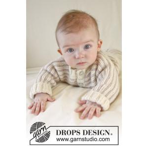 Little Darcy by DROPS Design - Baby Jakke Strikkeopskrift str. 0/1 mdr - 3/4 år