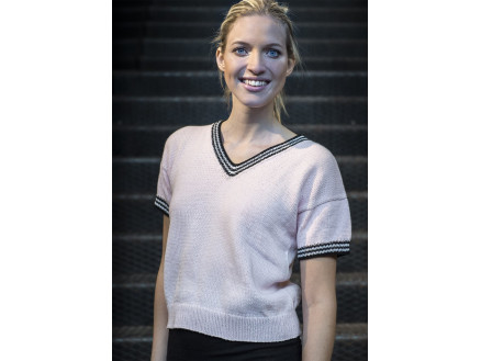 Mayflower Kortærmet Bluse med Kontrastkanter - T-shirt Strikkeopskrift