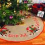 Færdigbroderet Juletræstæppe - God Jul - Ø120 cm