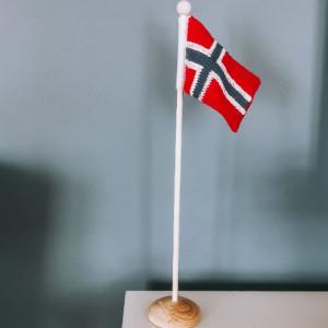 Norges Flag af Rito Krea - Flag Strikkeopskrift 14x10cm