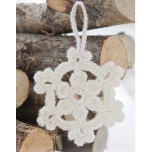 White Christmas by DROPS Design - Jule Stjerner Hækleopskrift 8 cm - 15 stk