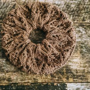 Scrunchie 1 af Rito Krea - Scrunchie Strikkeopskrift 15cm