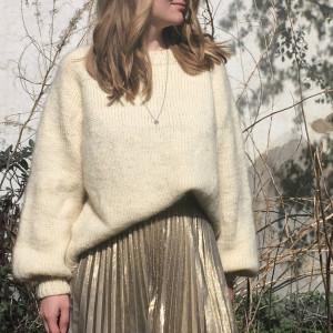 Onsdagsglam Sweater af AlmaKnit - Garnpakke til Onsdagsglam str. XS-XXXL