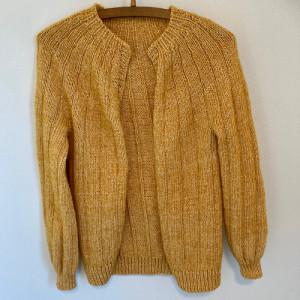 Sevenone Cardigan af Knit by Nees – Garnpakke til Sevenone Cardigan Str. S-XL.
