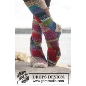 Colour play by DROPS Design - Sokker Strikkeopskrift str. 35/37 - 41/43