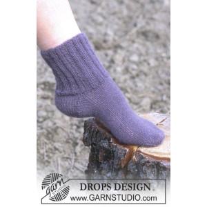 Cosy Rib Ankle Socks by DROPS Design - Sokker Strikkeopskrift str. 35/37 - 42/44