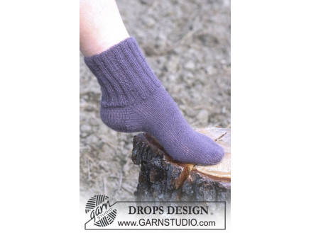 Image of   Cosy Rib Ankle Socks by DROPS Design - Sokker Strikkeopskrift str. 35/