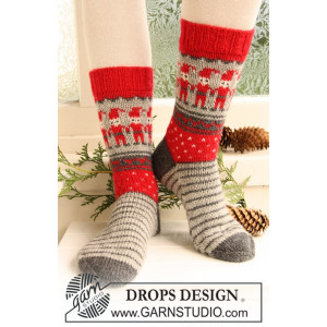Dancing Elves by DROPS Design - Sokker Strikkeopskrift str. 32/34 - 41/43