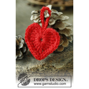 Heart of the Season by DROPS Design - Julehjerter Hækleopskrift 5 cm - 25 stk