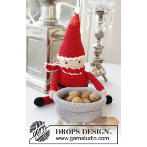 A Christmas Carol by DROPS Design - Julenisse Hæklekit