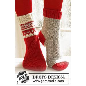 Twinkle Toes by DROPS Design 3 - Julesokker Vinrød med mønster på skaftet Strikkeopskrift str. 22/23 - 41/43